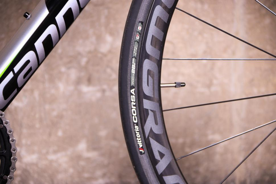 Cannondale Synapse Hi-Mod Disc Dura-Ace Di2 - tyre.jpg