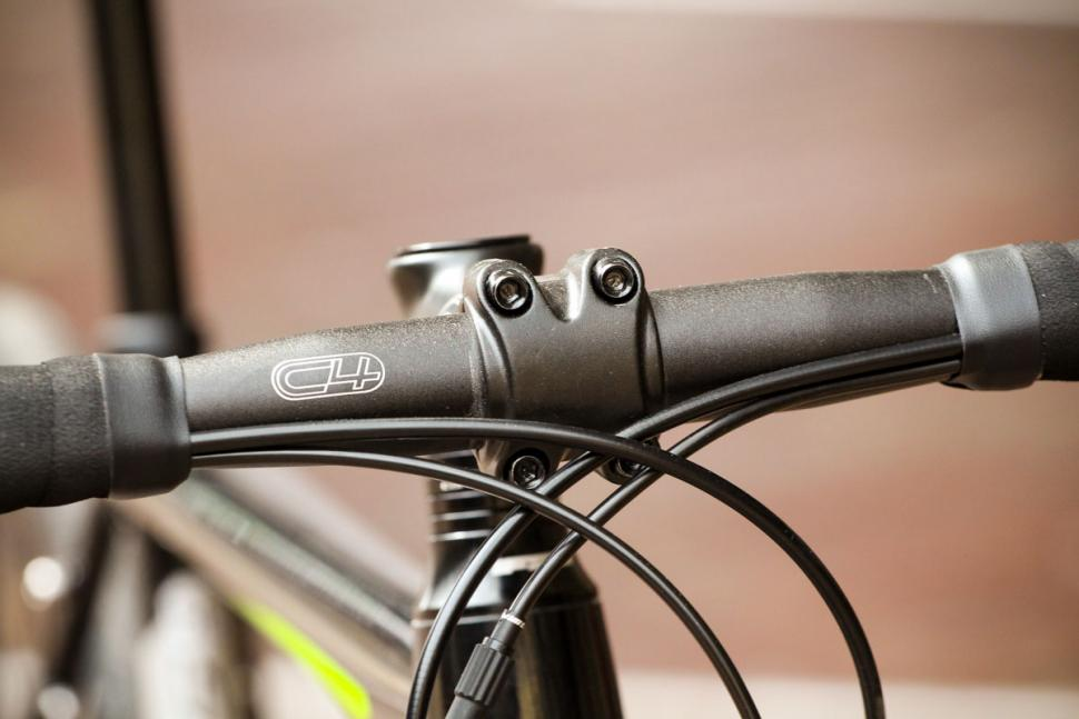 cannondale_synapse_disc_sora_-_bars_2.jpg