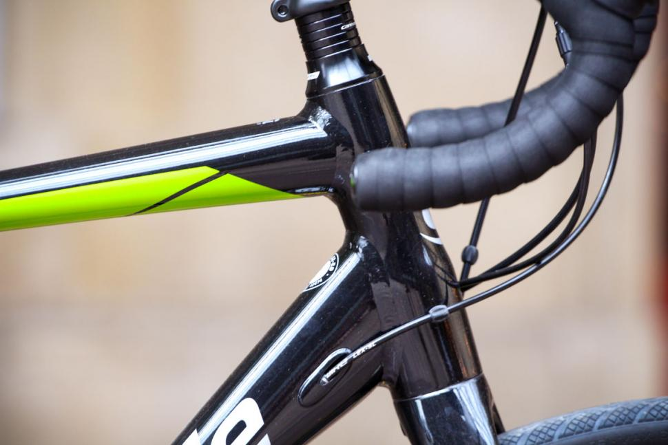 cannondale_synapse_disc_sora_-_head_tube.jpg