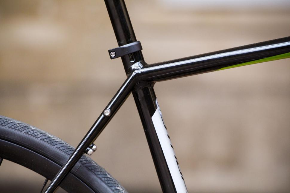 cannondale_synapse_disc_sora_-_seat_tube_junction.jpg