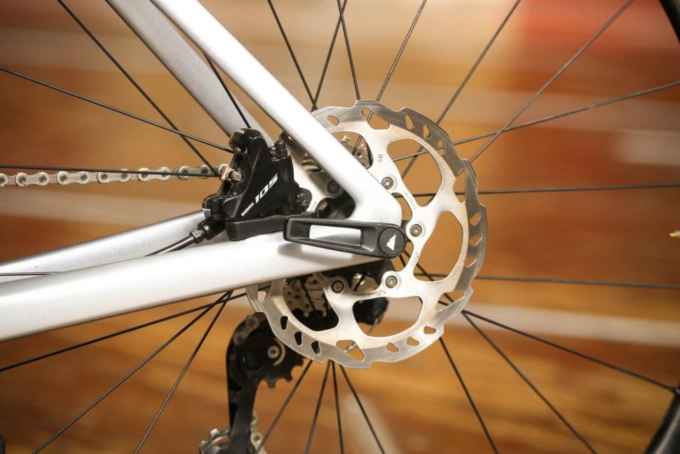 Canyon Aeroad CF SL 7.0 - rear disc brake.jpg