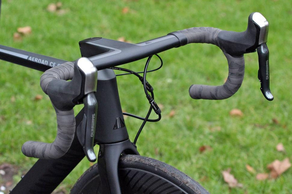 Canyon Aeroad CF SLX Disc 8.0 Di2 - bars.jpg