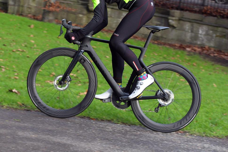 Canyon Aeroad CF SLX Disc 8.0 Di2 - riding 2.jpg