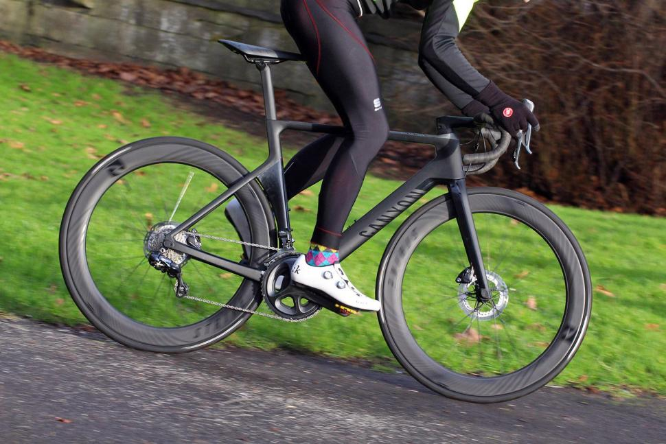 Canyon Aeroad CF SLX Disc 8.0 Di2 - riding 3.jpg
