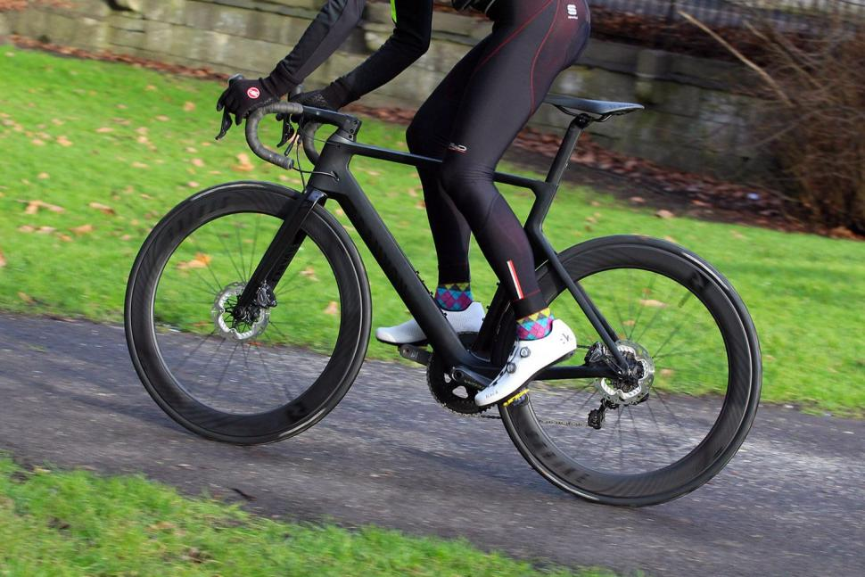 Canyon Aeroad CF SLX Disc 8.0 Di2 - riding 4.jpg