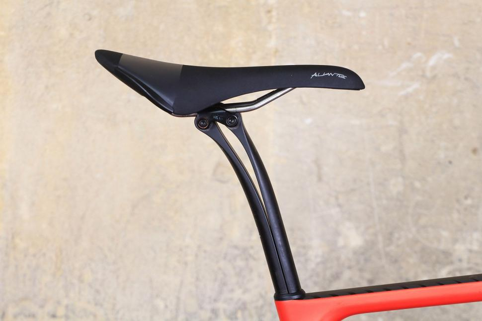 Canyon Endurace CF SLX - saddle and post.jpg