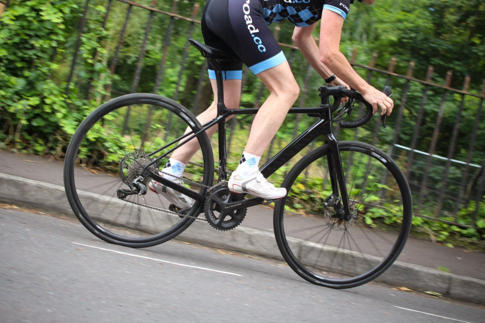 Canyon Endurace WMN CF SL Disc 8.0 - riding 2.jpg