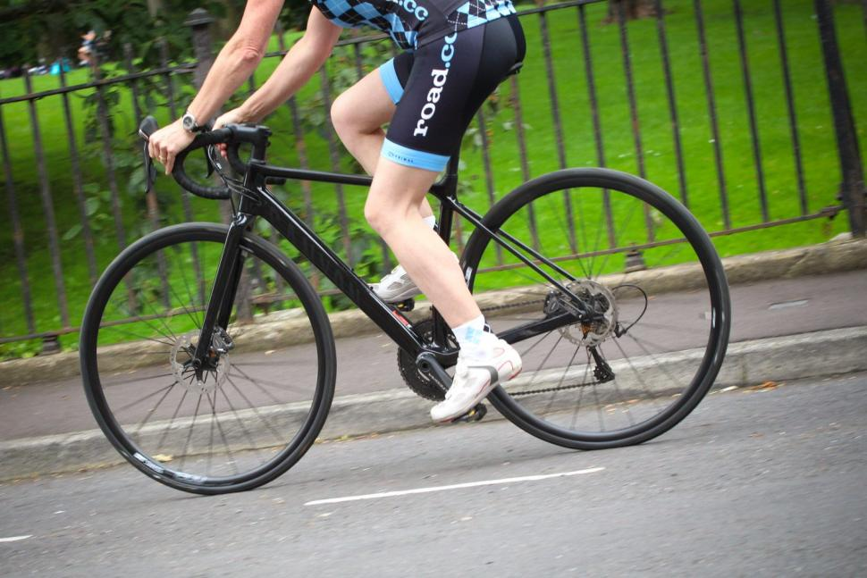 Canyon Endurace WMN CF SL Disc 8.0 - riding 3.jpg
