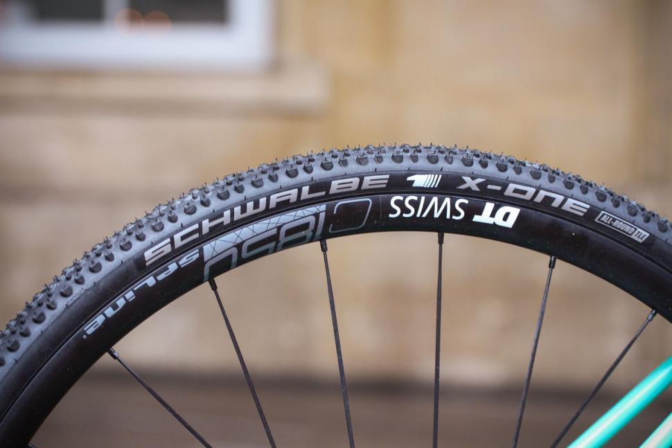 Canyon Inflite AL SLX 6.0 Race - rim and tyre.jpg