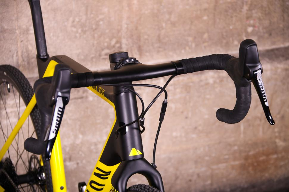 Canyon Inflite CF SLX - bars.jpg