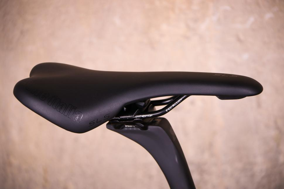 Canyon Inflite CF SLX - saddle.jpg