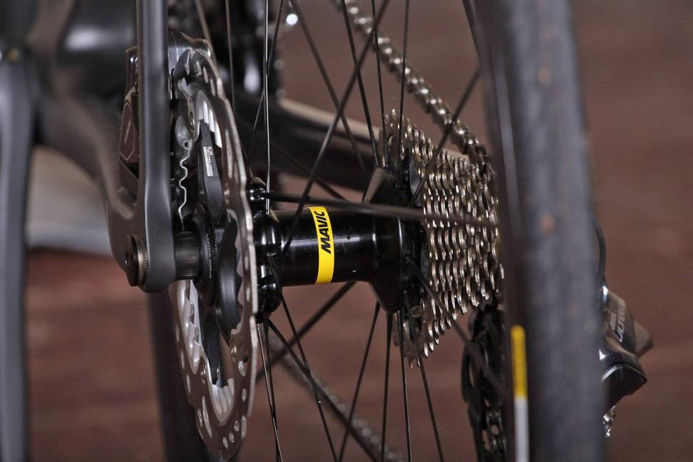 Canyon ULTIMATE CF SLX DISC 8.0 DI2 - rear hub.jpg