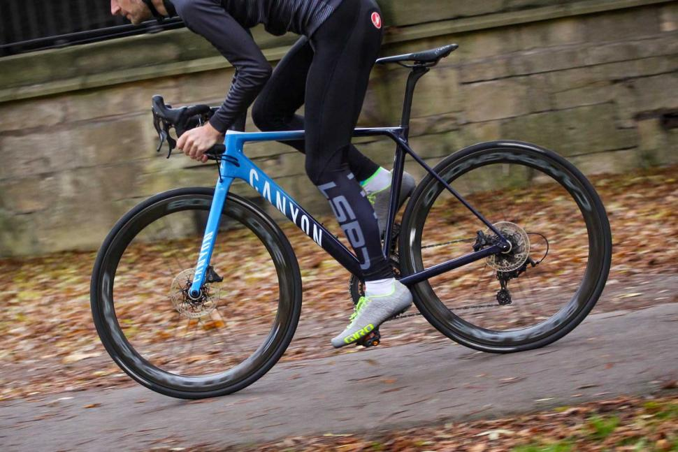 Canyon Ultimate CF SLX Disc 9.0 Movistar - riding 2.jpg
