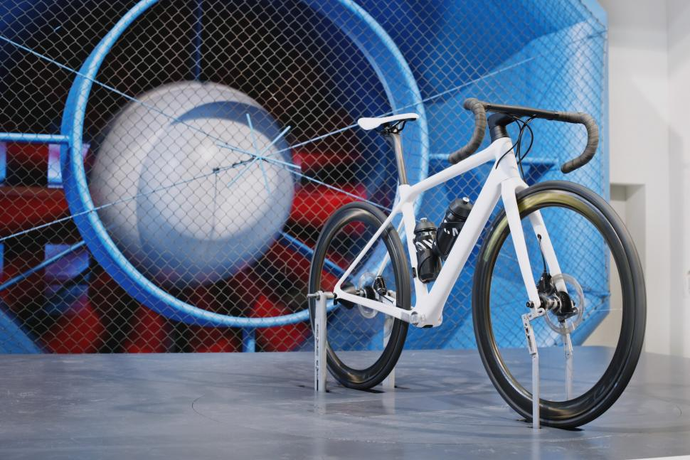 Canyon WMN Ultimate_WMN_CF_SLX_Wind_Tunnel_Testing.jpg