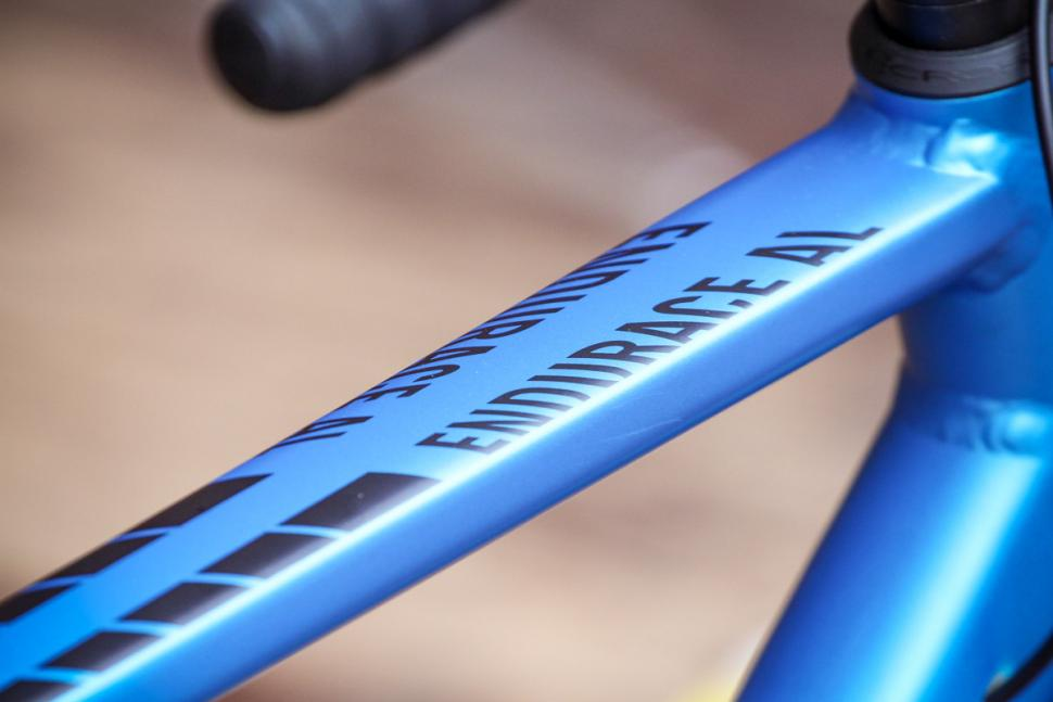canyon_endurace_al_disc_7.0_-_top_tube_detail.jpg
