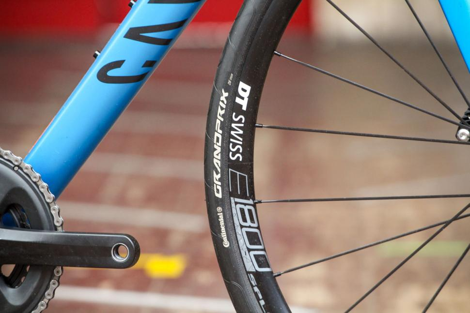canyon_endurace_al_disc_7.0_-_tyre_and_rim.jpg