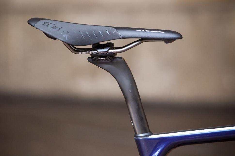 canyon_ultimate_cf_slx_9.0_disc_movistar_edition_12spd_campagnolo_-_saddle_and_post.jpg