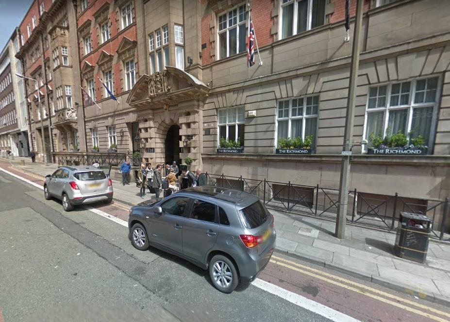 Cars outside the Richmond Hotel (via StreetView).jpg