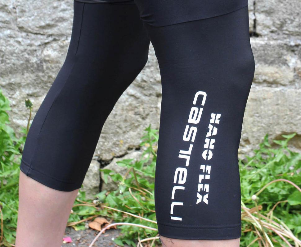 Castelli NanoFlex knee warmer crop.jpg