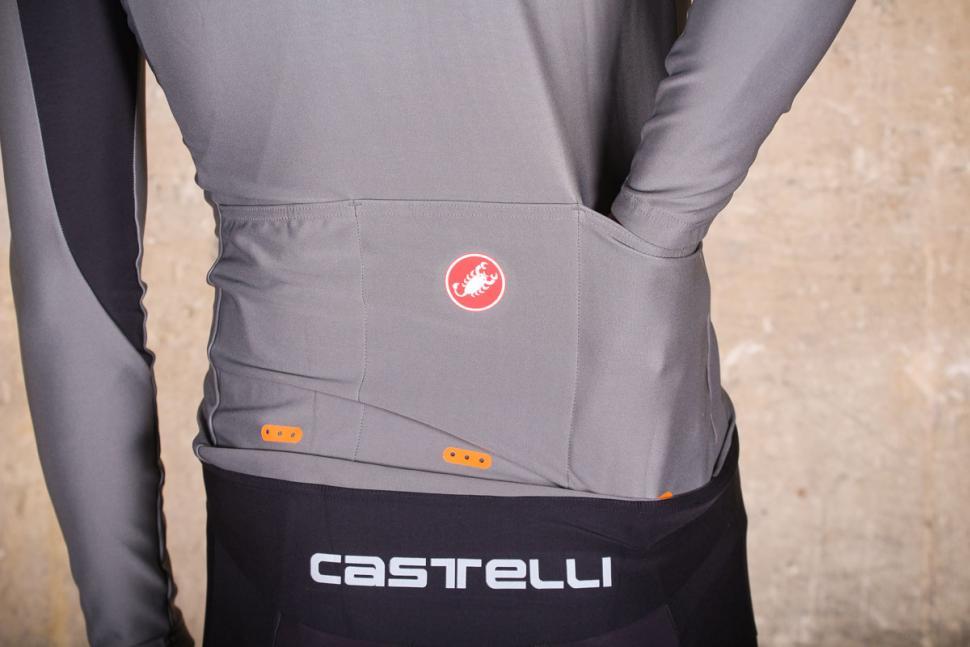 Castelli Perfetto long sleeve jersey - pockets 2.jpg