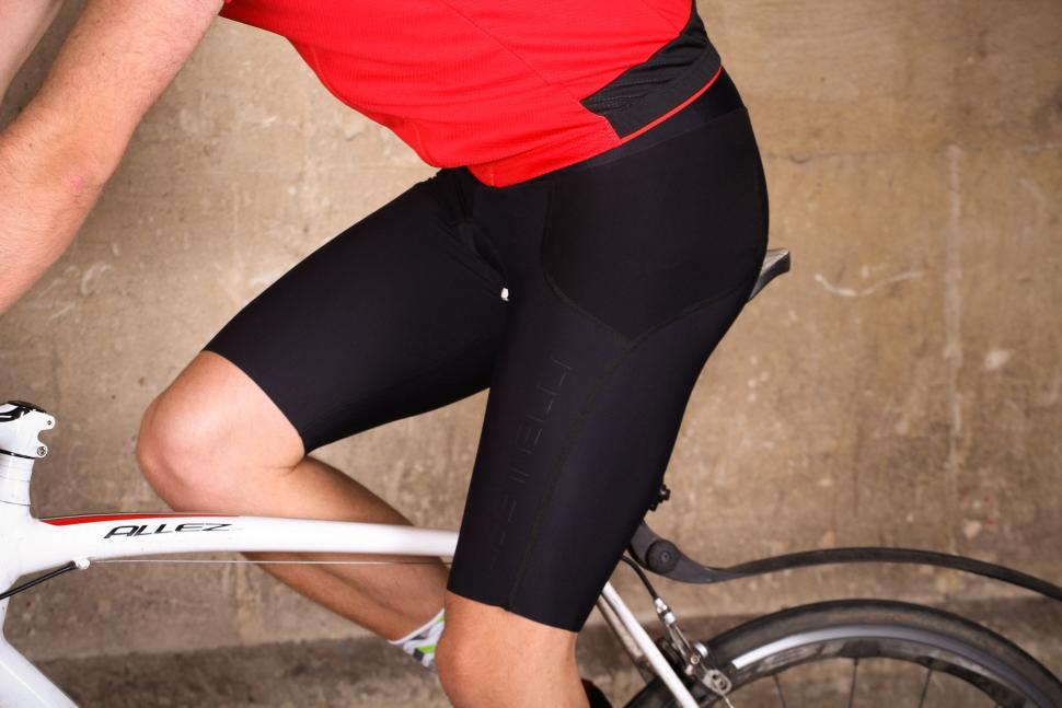 NEW LA GEAR 3//4 PANTS SHORTS BLACK SIZE 8 UK CYCLING SPORTS GENERAL