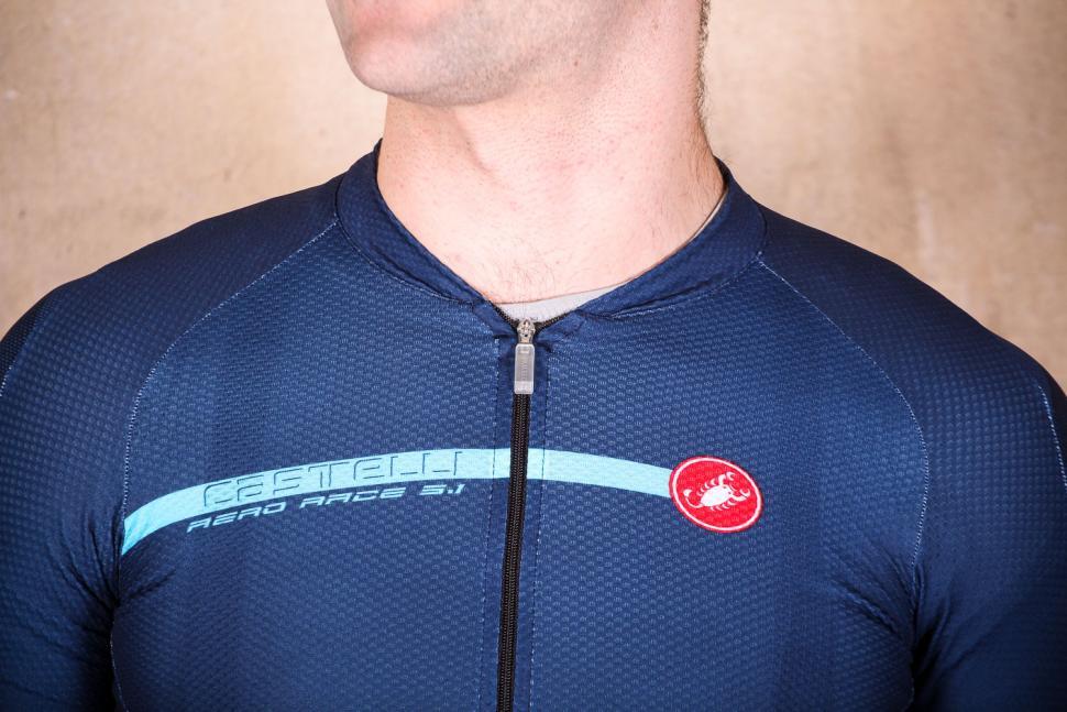 03257c926 castelli aero race 5.1 jersey fz - collar.jpg