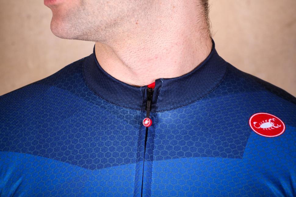 castelli_flusso_jersey_fz_-_collar.jpg