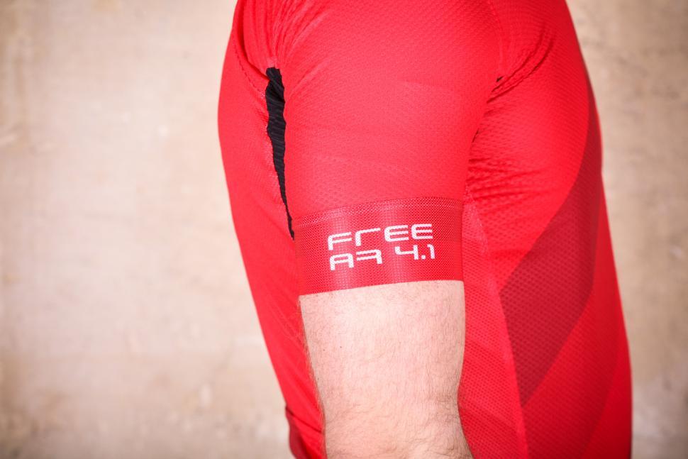 castelli_free_ar_4.1_jersey_fz_-_sleeve_logo.jpg