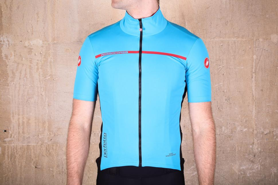 castelli perfetto light 2.jpg. The Castelli Perfetto Light 2 is an  exceptionally good short-sleeve jersey that offers windproofing and water  resistance ... eb5b74359