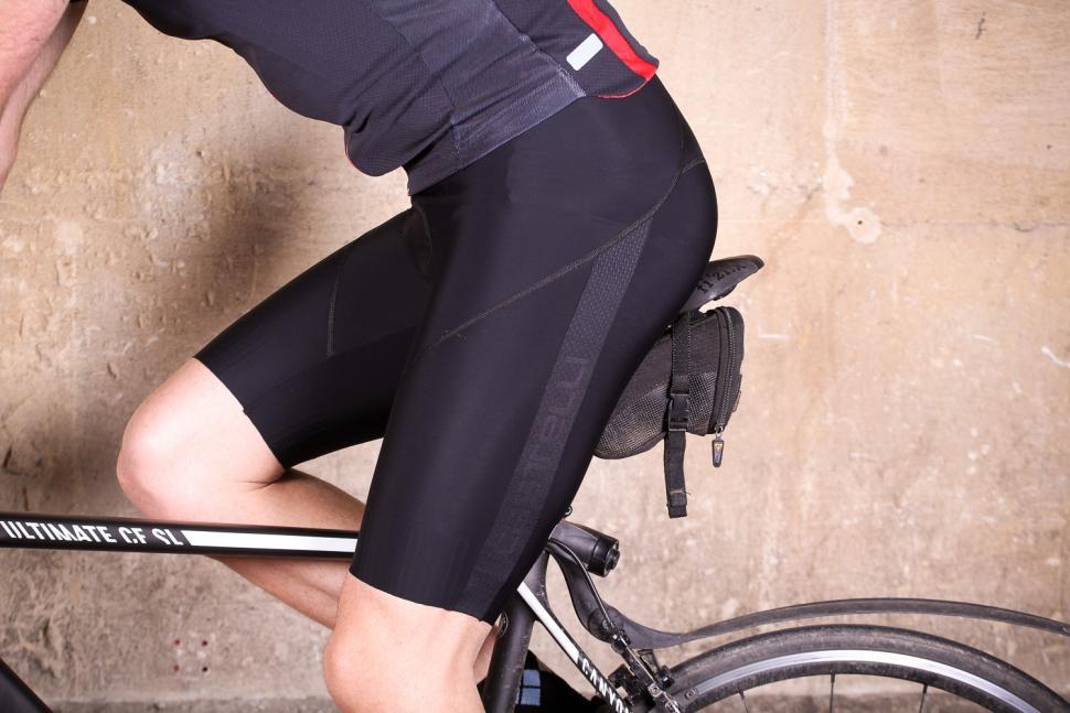 castelli_velocissimo_iv_bibshort_-_riding.jpg