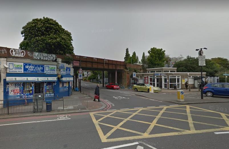 Catford Road junction with Ravensbourne Park (via Google Street View).PNG