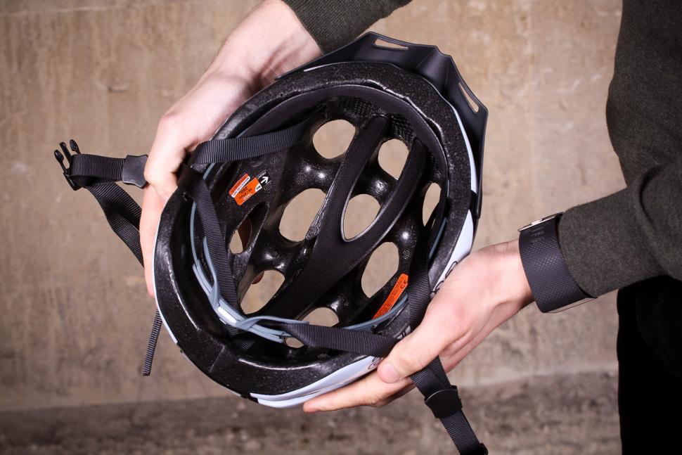 Catlike Tako White-Black Helmet - inside.jpg