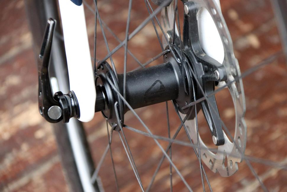 Cervelo S3 Disc - front hub.jpg