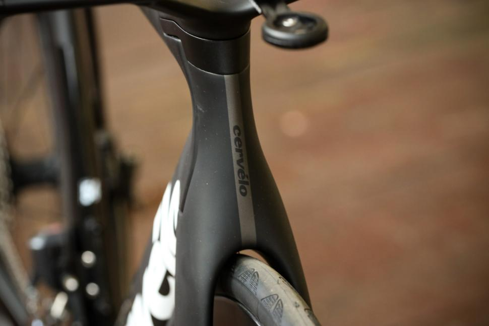 Cervelo S5 UItegra Di2 - head tube badge.jpg