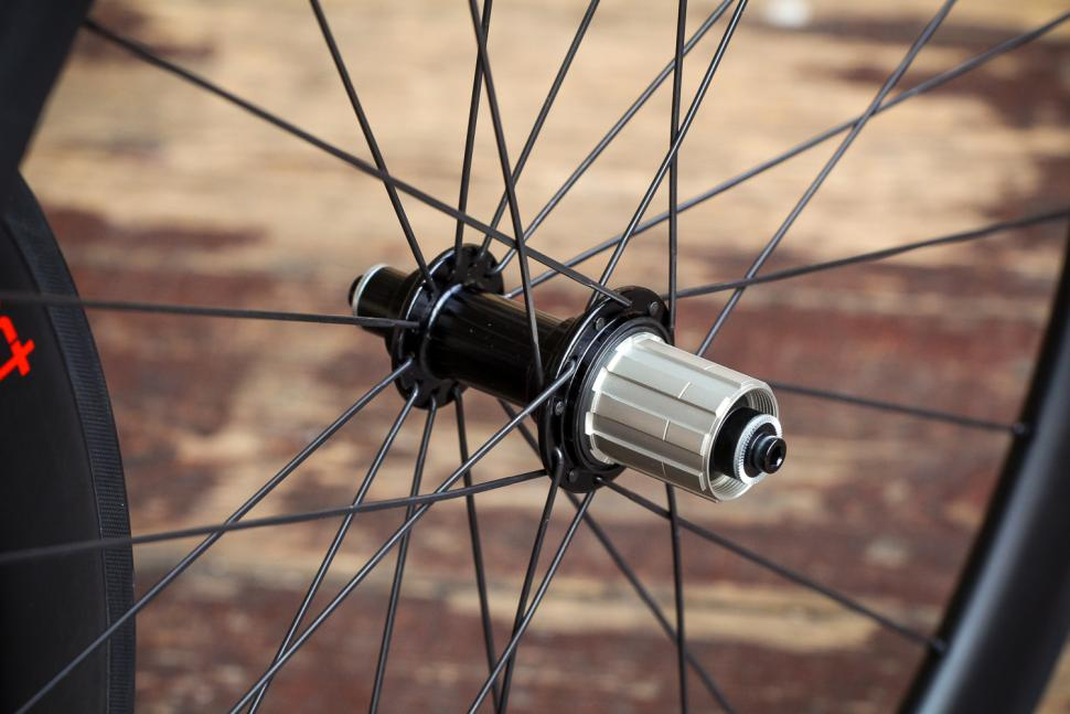 CES Sport RC50 Clincher Wheelset - rear hub.jpg