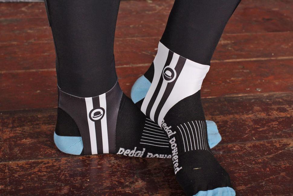 Chapeau Club Thermal Bibtight - foot straps.jpg