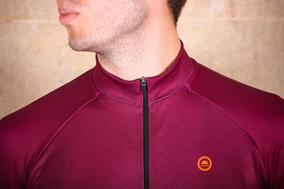 chapeau_club_jersey_logo_-_collar.jpg