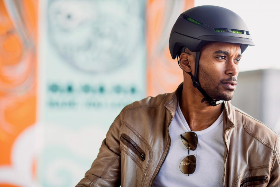 Charge WaveCel Commuter Helmet_Lifestyle_4.jpg