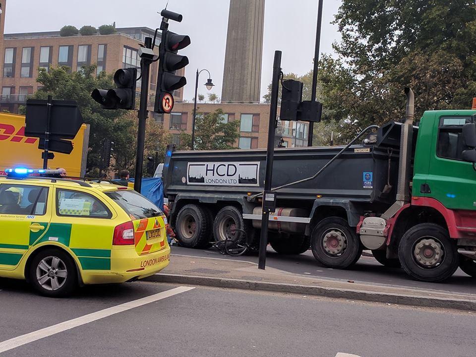 Chelsea bridge collision 27 September 2017 (picture credit Melanie Anna Katharina on Facebook).jpg