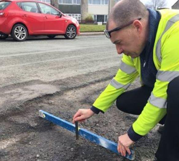 Cheshire West and Cheshire Council pothole tweet.JPG
