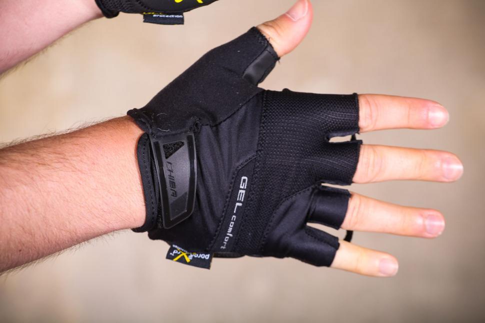 chiba_gel_comfort_active_eco-line_mitt_-_back_of_hand.jpg