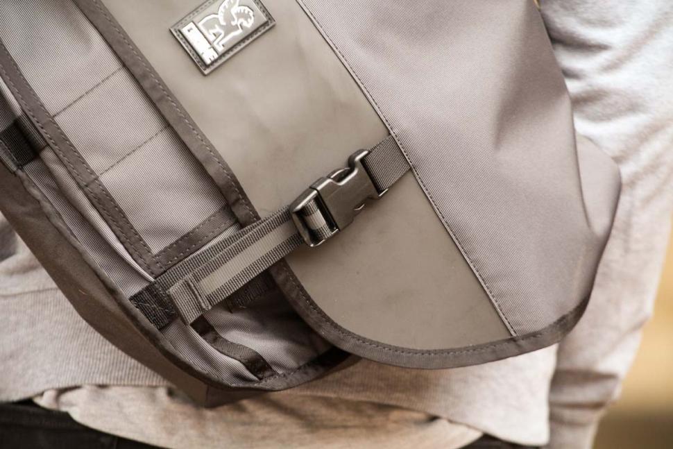 Chrome Welterweight Citizen Messenger Bag - clip.jpg