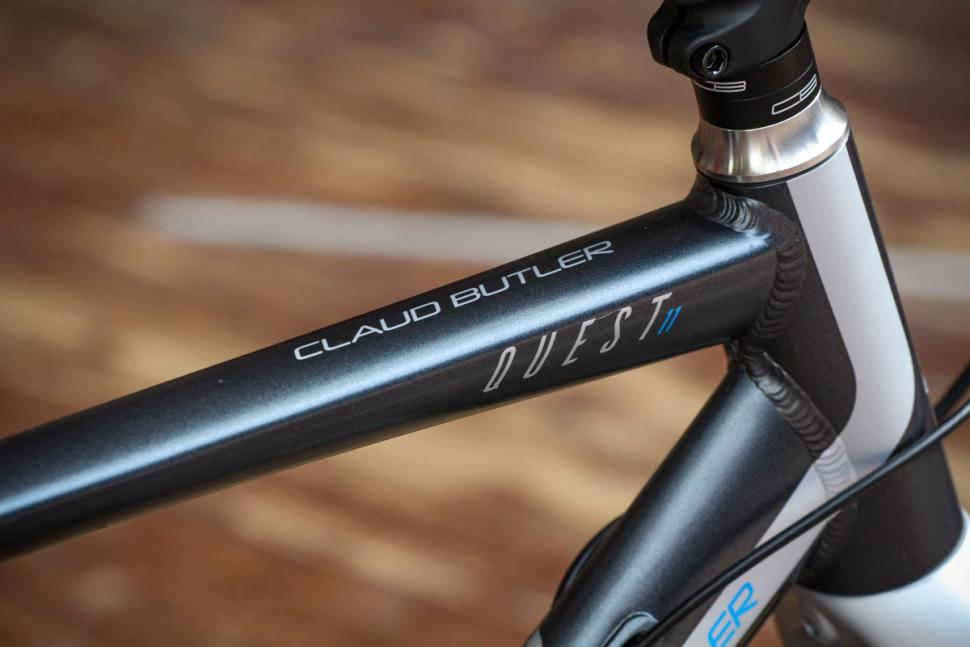 claud_butler_quest_11_-_top_tube_detail_2.jpg