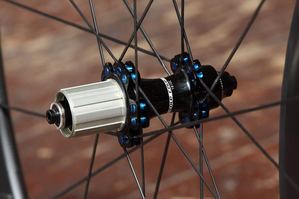Cole C40 Lite Wheelset - rear hub 2.jpg