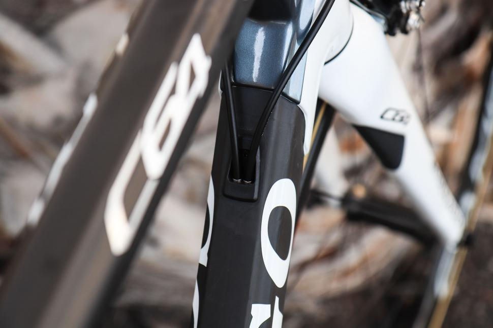 Colnago C64 cable routing-1.jpg