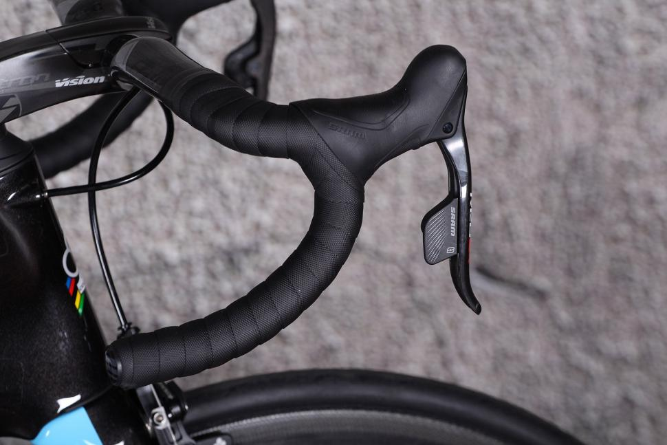 Colnago Concept - bar and shifter.jpg
