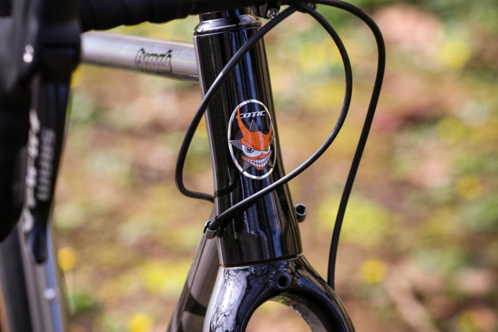 Cotic Escapade - head tube badge.jpg