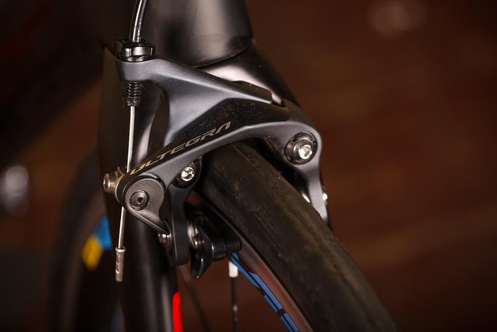 Cube Agree Pro - front brake.jpg
