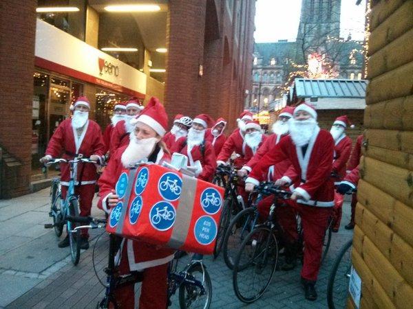 Cycling Santas in Manchester (via Twitter).jpg