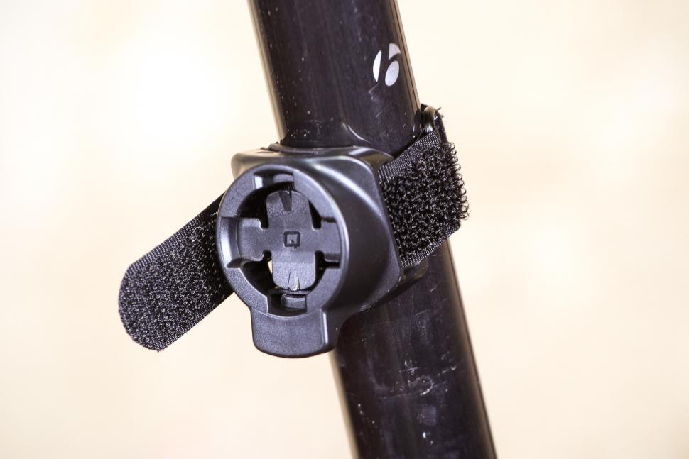 Cycliq Fly6 Hd Camera and Rear light - clamp.jpg